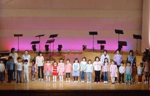 西おやこ劇場合唱隊による「トゥモロー」(ミュージカル「アニー」より)